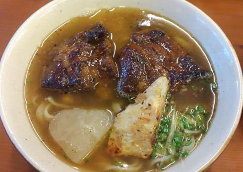 沖縄そば 島豚家、本部町の炙り系濃いウマな一杯に出会った