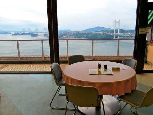 鷲羽山展望台、レストハウスからの瀬戸大橋の眺め