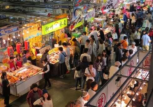 唐戸市場、週末イベントの様子