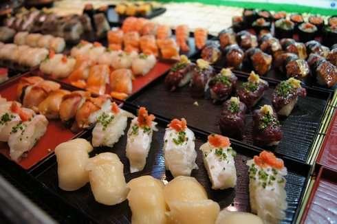 唐戸市場でのどぐろのお寿司