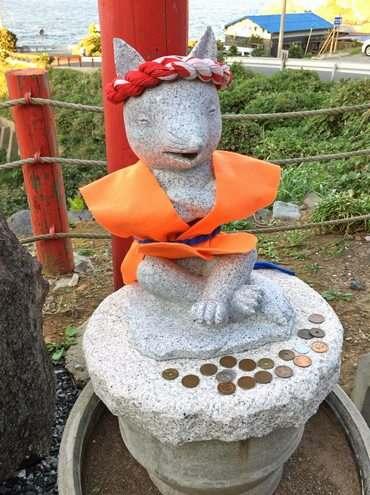 元乃隅稲成神社、日本一入れにくい賽銭箱