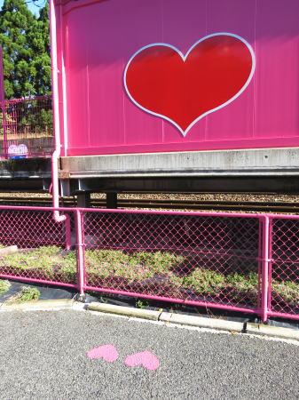鳥取 ピンク色の恋山形駅 フォトポイント