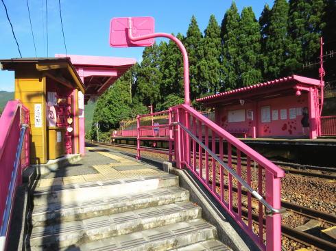 鳥取 ピンク色の恋山形駅 入ったところ