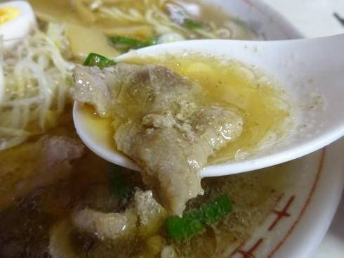 鳥取  すみれ食堂 牛骨ラーメンのスープ