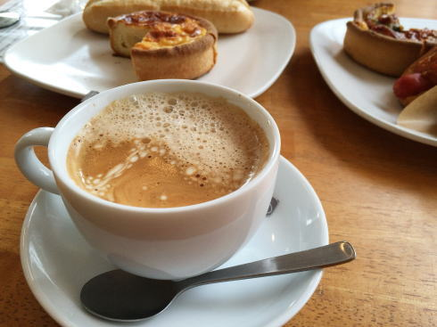 鳥取県米子市のパン屋 リアン コーヒーもあるイートインコーナー