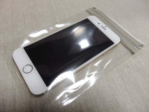 ダイソーの防水ケースにiPhoneを入れたところ