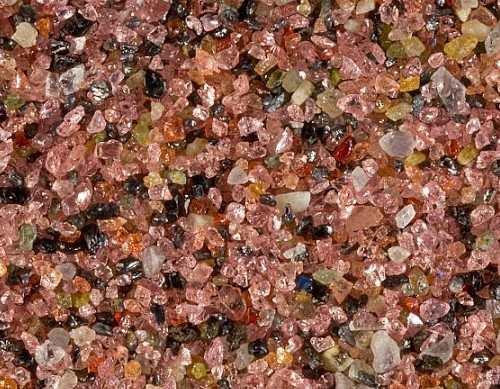 赤いガーネットの砂浜が綺麗なファイファービーチ