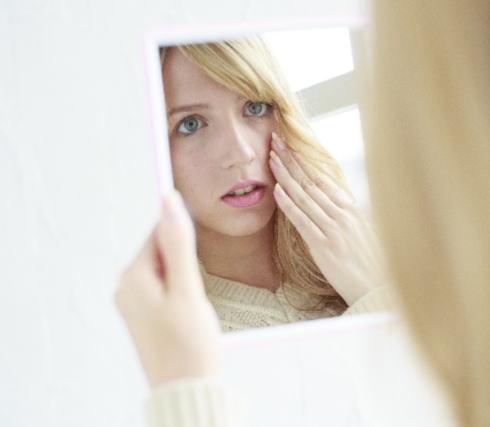 鏡で10年後の自分の顔を見る事ができる