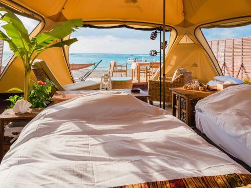 沖縄初!かりゆしビーチグランピングがオープン、新しいリゾートスタイルで