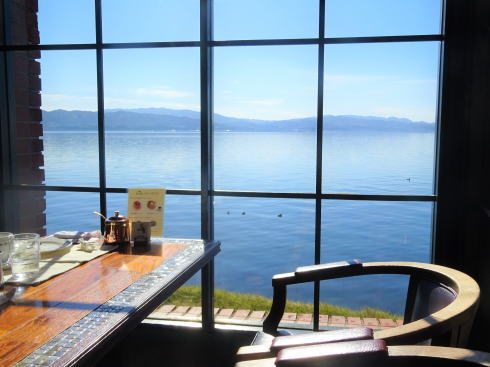 島根県松江市 珈琲館店内から宍道湖を見る