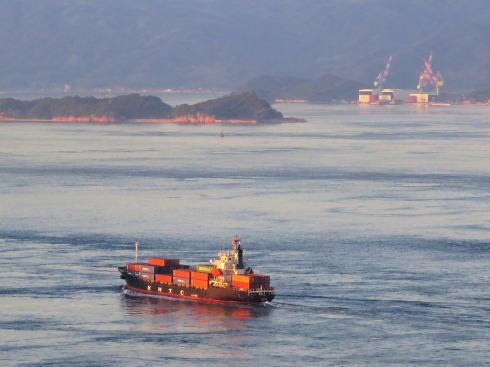 糸山公園から見る来島海峡の船
