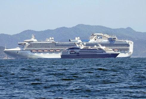 豪華客船サファイアプリンセスと、クルーズ船・ロストラル