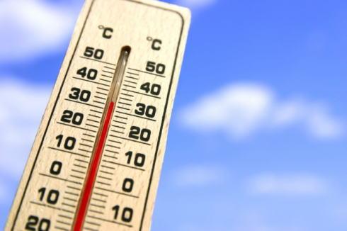 各地で高温注意報、熱中症搬送数は昨年の倍!知っておきたい予防・対処法