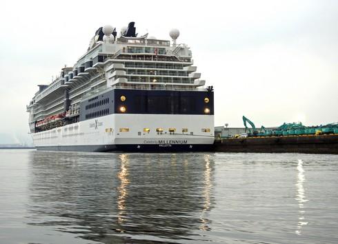 セレブリティミレニアム、広島・五日市港へ寄港の様子