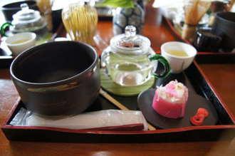 松江城のお膝元で和菓子とお点前体験ができる、喫茶きはる