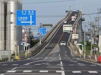 CM「ベタ踏み坂」で話題になった江島大橋は、本当にあんな急勾配なのか?