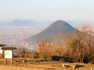 香川・城山展望台は「讃岐富士」と瀬戸大橋を眺めるスポット