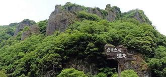 島根・出雲の秘境、そそり立つ断崖と緑の美しい 立久恵峡(たちくえきょう)