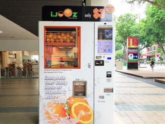 搾りたてオレンジジュース自販機がシンガポールで人気、コレ日本にも欲しい!