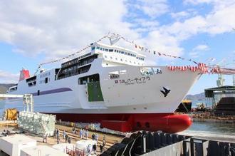 新造船 シルバーティアラ、八戸と苫小牧間を運航するフェリーが就航