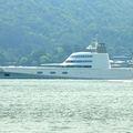 モーターヨットAは、個人所有の世界最大級ヨット!富豪が2カ月かけ日本を巡る