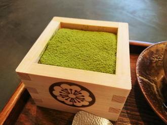 抹茶ティラミスにロールケーキ、福岡・抹茶カフェ HACHIはモダンな和カフェ