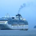 コーラルプリンセス、アラスカ・パナマ運河を渡る9万トンの豪華客船