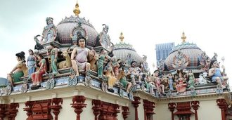 スリマリアマン寺院、ヒンドゥーの神々が屋根にギッシリ!シンガポール・チャイナタウンで