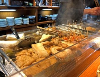 金沢おでん人気店・三幸で、車麩や梅貝などユニークな「おでん種」を味わう!