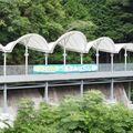 秘境駅すぎる「清流みはらし駅」出入口も改札口もない?!岩国・錦川清流線に、珍駅のある風景