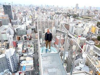 通天閣に、飛び出すスリルの展望台!足元ガラス張りで地上92mの空中浮遊