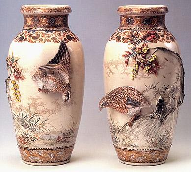 高浮彫南天二鶉花瓶一対