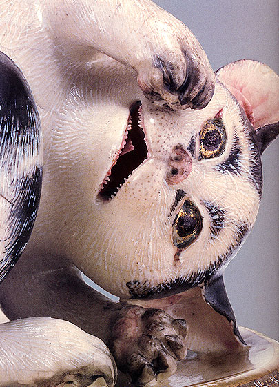 高浮彫牡丹二眠猫覚醒蓋付水指