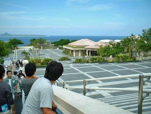 美ら海水族館の目の前の海