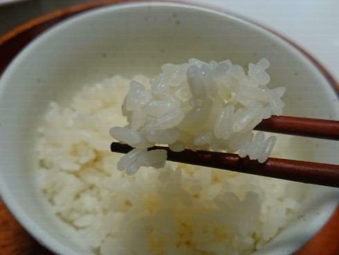 氷を入れて炊いた米