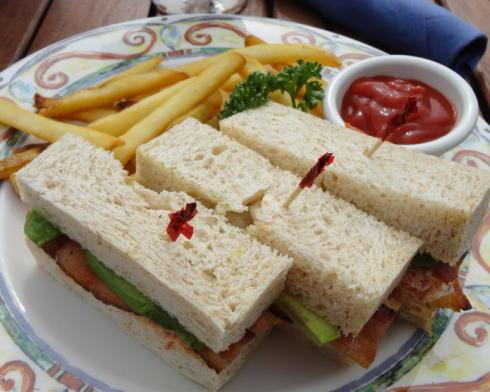 嘉手納シーサイドリストランテ サンドイッチ