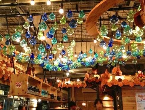 しまぶた屋、店内の琉球ガラス