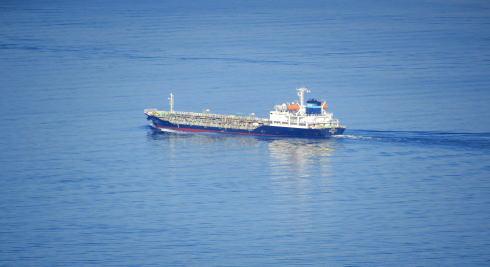 亀老山展望公園 から大型船をズームアップ
