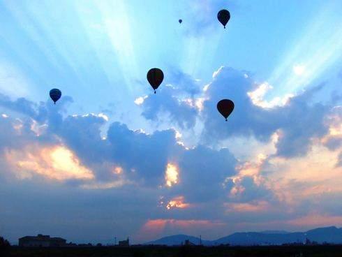 佐賀バルーンフェスタ 美しい気球のシルエット