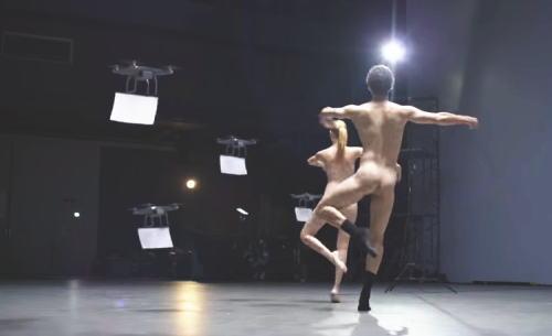 裸で踊りながらドローンで隠すバイマのCM動画が凄すぎる