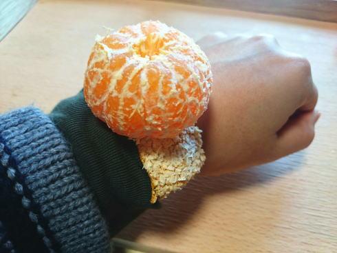 みかんの剥き方 みかんの腕時計