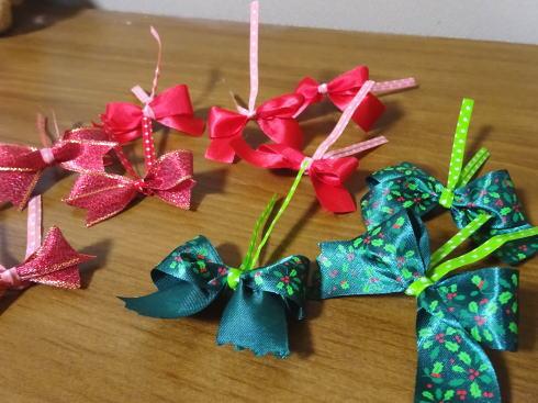100円均一でクリスマスツリー リボン