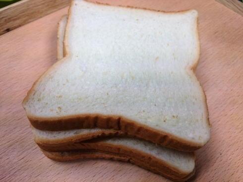 ホットサンド レシピ1 パンを切る