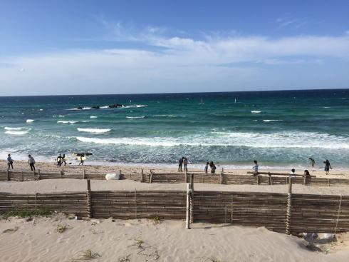 角島 しおかぜの里の目の前の砂浜