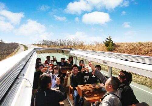 レストランバス、天気のいい日はオープンにできる
