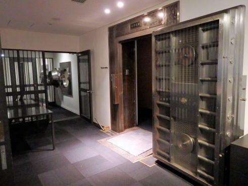 岡山 旧日銀岡山支店のルネスホール 金庫