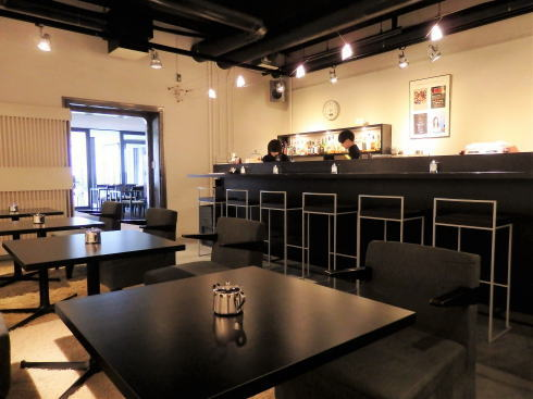 岡山 旧日銀岡山支店のルネスホール内 公文庫カフェ 店内