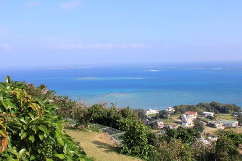 沖縄 カフェくるくま から見渡す海2