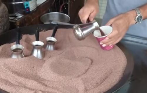 どんどん湧き出る!トルココーヒーの淹れ方が魔法みたいで面白い!