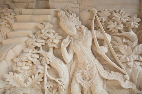 星のやバリ 外壁の彫刻